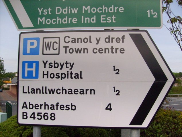 Welsh_spelling_on_road_sign,_Newtown,_Powys_-_geograph.org.uk_-_1319438